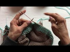Knitting in Two Colors with Both Hands Knitting Videos, Knitting Stitches, Stitch Patterns, Hands, Tote Bag, Colors, Crochet, Youtube, Tutorials