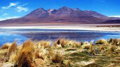 O Lago Titicaca é considerado o lago comercialmente navegável mais alto do mundo, visto que sua superfície está a 3.812 metros acima do nível do mar. Grandes embarcações podem navegar no Titicaca, pois ele tem uma profundidade média de 140 a 180 m, e uma profundidade máxima de 280 m. Pelo menos duas dezenas de corpos de água em todo o mundo estão em altitudes mais elevadas, mas todos são muito menores e mais rasos que o Titicaca.