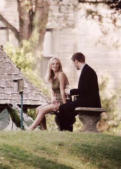 "The Vampire Diaries.klaus and Caroline ❤ ""let's get you a drink love and I'll tell you all about what it's like being the bad guy"" Serie The Vampire Diaries, Vampire Diaries Wallpaper, Vampire Diaries Seasons, Vampire Diaries The Originals, Klaus E Caroline, Caroline Forbes, Damon Salvatore, Fred Instagram, Klaus The Originals"