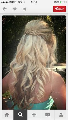 great hairstyle for prom:)