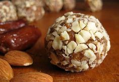 almond, honey and date bites----power bites to open Iftar with for that needed energy during taraweeh! Love any kind of nut, dates and honey. Healthy Treats, Healthy Desserts, Healthy Food, Healthy Eating, Healthy Recipes, Paleo Dessert, Dessert Recipes, Breakfast Recipes, Little Lunch