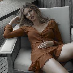 Gisele Bündchen faz pose provocante em nova campanha de moda
