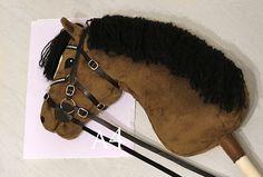estábulos Iisa Hobby Horse, Horse Tack, Horse Galloping, Stick Horses, Tallit, Fabric Animals, Horse Crafts, Horse Photos, Anastasia
