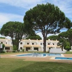 Featuring an outdoor swimming pool and a garden with BBQ facilities Fad Villa offers a self-catering house in Vilamoura. Fad Villa Vilamoura Portugal R:Algarve hotel Hotels Outdoor Swimming Pool, Swimming Pools, Vilamoura Portugal, Algarve, Bbq, Villa, Mansions, House Styles, Garden