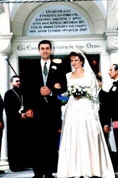 Crown Princess Margarita of Romania and Prince Radu - wedding 1996 Romanian Royal Family, Royal Families Of Europe, Diamond Tiara, Thing 1, Casa Real, First Daughter, Royal Weddings, Kaiser, Crown Jewels