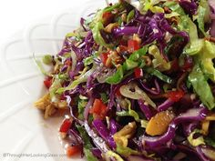 Crunchy Asian Salad by Through Her Lookingglass - with light, sweet dressing. Gorgeous salad with big crunch. Cabbage, red peppers, toasted ramen noodles, almonds and sesame seeds. Healthy Recipes, Asian Recipes, Vegetarian Recipes, Cooking Recipes, Asia Salat, Crunchy Asian Salad, Clean Eating, Healthy Eating, Soup And Salad