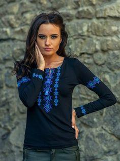 Жіноча вишита футболка - довгий рукав Українські жіночі вишиванки є  невід ємною частиною національного надбання нашого народу. На щастя ac470a64a938f