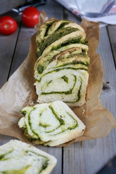 Bread with spinach pesto