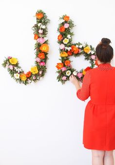 For the Wallflowers: Giant Floral Typography Wall Art DIY (Diy Paper Letters) Monogram Wall Hangings, Diy Inspiration, Floral Letters, Paper Letters, Floral Wall Art, Diy Wall Art, Diy Flowers, Diy Paper, Decoration