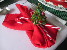 The Welcomed Guest: Peppermint Santa Tablescape