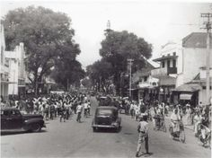 Suasana Malioboro yang pada 1 April 1948. Dutch East Indies, Semarang, Yogyakarta, Historical Pictures, Surabaya, Countries Of The World, Old Pictures, Java, Nostalgia