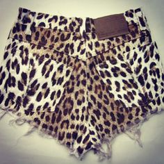 leopard print high-waisted Shorts.