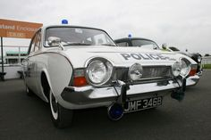 Police Vehicles, Emergency Vehicles, Classic Trucks, Classic Cars, British Police Cars, Old Lorries, 1964 Ford, Police Uniforms, Antiquities