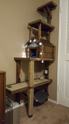 Homemade Cat Tree - So neat! Cool Cat Trees, Cool Cats, Diy Cat Tower, Cat House Diy, Cat Towers, Cat Playground, Cat Enclosure, Cat Condo, Cat Room