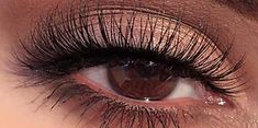5 trucos de maquillaje para levantar los ojos caídos