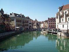 http://upload.wikimedia.org/wikipedia/commons/thumb/5/5c/Annecyvieilleville.JPG/280px-Annecyvieilleville.JPG