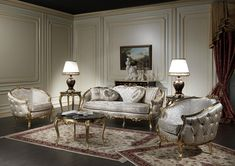 Classic living room made in Italy of the luxury collection Venezia, of craftsmanship production. The rich carvings that decorate the great three seater sofa and the armchairs are realized and gilded by hand. Here in the version with refined white silk., the living room is completed by the carved and gilded coffee table with black marble top. At the sides of the sofa, round golden coffee tables with lacquered and decorated lamps.