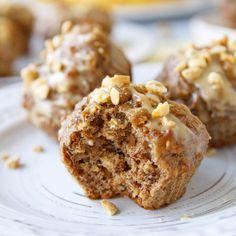 Fitness recepty z proteinu Healthy Muffins, Banana Bread, Granola, Smoothies, Food And Drink, Yummy Food, Healthy Recipes, Treats, Snacks