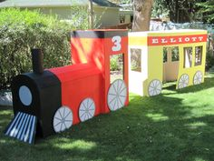 kidlist cardboard train- would be perfect for our polar express party Thomas The Train Birthday Party, Trains Birthday Party, 3rd Birthday Parties, Boy Birthday, Birthday Ideas, Chuggington Birthday, Polar Express Party, Polar Express Train, Cardboard Train