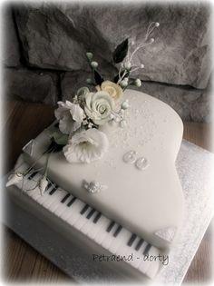 Piano cake - roses                                                                                                                                                                                 Más