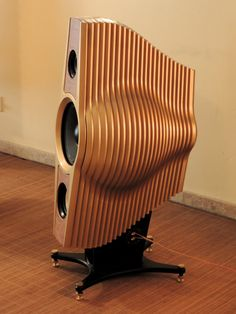 These high-end speakers handcrafted in Spain are designed not only to look amazing, but for audiophile sound. Home Audio Speakers, Audiophile Speakers, Sound Speaker, Bookshelf Speakers, Hifi Audio, Wireless Speakers, Speaker Plans, Speaker System, Speaker Box Design