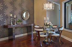 Đem đến không khí ấm áp cho phòng ăn của bạn với bộ bàn ăn truyền thống và cổ điển.