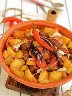 Gulasz węgierski pieczony w garnku rzymskim