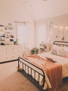 - Wohnaccessoires 𝙚𝙙𝙞𝙩𝙚𝙙 𝙗𝙮 @ 𝙝.ð … – Wohnaccessoires 𝙚𝙙𝙞𝙩𝙚𝙙 𝙗𝙮 @ 𝙝… ?ð … – Wohnaccessoires 𝙚𝙙𝙞𝙩𝙚𝙙 𝙗𝙮 @ 𝙝𝙖𝙣𝙣𝙞𝙮𝙖𝙝𝙖𝙯𝙞ð Bedroom Layouts, Room Ideas Bedroom, Small Room Bedroom, Small Rooms, Master Bedroom, Attic Rooms, Decor Room, Bedroom Inspo, Bedroom Art
