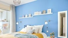 Bedroom decor guide: When you're redoing any rooms, get started with the walls then begin flooring. So it's a smart idea to prepare yourself and do any and all painting so you won't ought to worry in terms of messing it up with paint. Calma Interior, Bedroom Furniture, Bedroom Decor, Madrid, Bedroom Styles, Bedroom Designs, Christmas Centerpieces, Blue Walls, Decor Interior Design