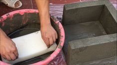 EXCELLENT - The most innovative cement ideas with SPONGE - How to make flower pots for the garden.Creative and unique cement craft ideas to decorate your gar. Concrete Garden Ornaments, Diy Concrete Planters, Cement Garden, Cement Art, Concrete Crafts, Concrete Projects, Cement Flower Pots, Papercrete, Diy Home Cleaning