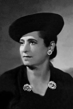 Undated picture of cosmetics manufacturer Helena Rubinstein born in Poland but led her carrier as beauty Canvas Print Framed, Poster, Canvas Prints, Puzzles, Photo Gifts and Wall Art Fine Art Prints, Framed Prints, Canvas Prints, Richest In The World, Star Wars, Cosmetic Companies, Beauty Industry, Gloss Matte, Poster Size Prints