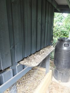 Chicken coop - manure collection trays for fertilising the garden. #yandeloracoops