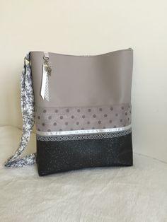 Sac bandoulière en simili cuir gris clair et gris foncé Swarovski pailleté