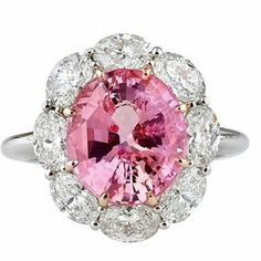 @gemstoneslovers. Exceptional colour for thi pink and white diamonds ring. Most precious stones. Marvellous #diamonds #diamond #pink #love #luxury #like #like4like #likeforlike  #instalike #instagood #instagram  #tagsforlikes #throwbackthursday  #fashion #fashionblogger #igers #photooftheday #photo #amazing #follow #follow4follow #followme #cettesemainesurinstagram