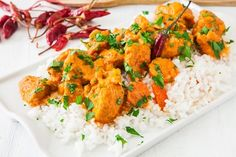 This hearty coconut chicken curry will warm up every inch of your being on a cold winter day and tune your mind to the d. Healthy Asian Recipes, Indian Food Recipes, Ethnic Recipes, Caribbean Curry Chicken, Chicken Curry, Cumin Chicken, Curry Coco, Coconut Chicken, Boneless Skinless Chicken