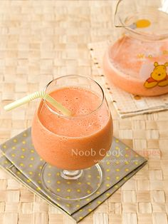 My Fave - Papaya Milk 木瓜牛奶 This is a popular drink in Asian countries such as Singapore, Hong Kong and Taiwan. This is my simple home-version. I thought of doing this because I have leftover papaya from making papaya, snow fungus and almonds dessert. The papaya was a little over-ripe and soft so I
