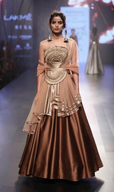 Wedding dresses indian fusion gowns couture week new ideas Ethnic Fashion, Asian Fashion, Look Fashion, Fashion Tips, India Fashion Week, Lakme Fashion Week, Fashion Weeks, Couture Week, Indian Designer Outfits