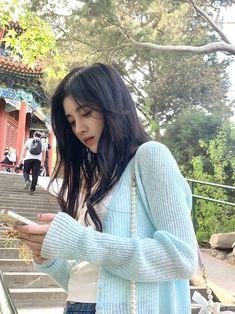Ulzzang Fashion, Ulzzang Girl, Beautiful Chinese Girl, Cute Korean Girl, Chinese Actress, Girl Photography Poses, Actresses, Long Hair Styles, Celebrities