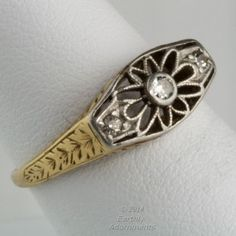 rgfn176(e)-18k white and yellow gold Edwardian ring with three diamonds size 6