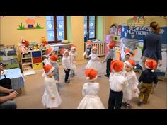 Mikołajkowy taniec trzylatków - Przedszkole Bajlandia w Cieszynie
