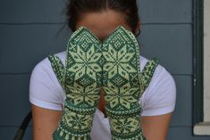 Ravelry: Snowy Woods Mittens pattern by Hannah Malenfant