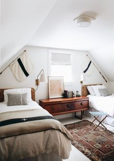Home Decor Living Room Mountain Cottage: An English Cottage with Simple Traditional Interior and A Lot of Frames Cottage Design, House Design, Modern Cottage Decor, Rustic Cottage, Cottage Style, Bedroom Decor, Modern Bedroom, Bedroom Ideas, Contemporary Bedroom