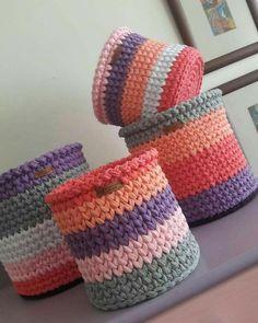 Crochet basket and wicker models for craftsmen Lidia Crochet Tricot, Crochet Bowl, Crochet Diy, Crochet Basket Pattern, Crochet Amigurumi, Love Crochet, Crochet Patterns, Crochet Baskets, Crochet Gifts