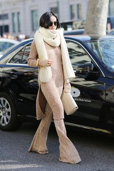 Read on for street style inspiration on the trend. Casual Chic, Winter Stil, Street Style, Casual Fall Outfits, Knit Fashion, Mode Inspiration, Autumn Winter Fashion, Lounge Wear, Women Wear