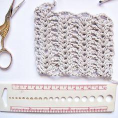 """118 Me gusta, 16 comentarios - Ganchillo/ Traductor Patrones (@celoriocraft) en Instagram: """"🧶Muestras de Tensión 🧶 (🇬🇧Below) . Las muestras de tensión se nos resisten siempre. Solemos empezar…"""" 9 And 10, Crochet Hats, Instagram, Crocheting, Patterns, Knitting Hats"""