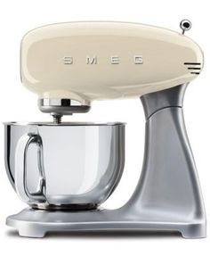 This Smeg stand mixer gives you a roomy 5-qt. capacity plus the tools and speed you need to whip delicate meringue or mix bread dough. Expand its reach with pasta-making attachments, sold separately.