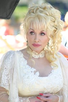 Dolly Parton: busty and gorgeous