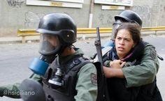 """Via""""@hsiciliano: Detenida en santa fe. El guire. Ayuda a identificarla e informar a sus familiares. Cc @Мαĥołγ Díαz pic.twitter.com/QaRLEATAaY"""""""