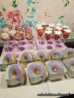 Cake pops ja donitsit Cake Pops, Hello Kitty, Desserts, Tailgate Desserts, Deserts, Postres, Dessert, Cakepops, Cake Pop