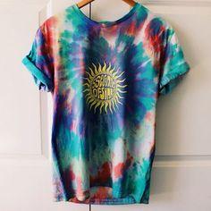 Summer Tie Dye T-shirt! Summer Tie Dye T-shirt! Fashion Mode, Boho Fashion, Fashion Outfits, Girl Fashion, Hippie Style, Hippie Bohemian, Bohemian Style, Girl Style, Tie Dye Shirts